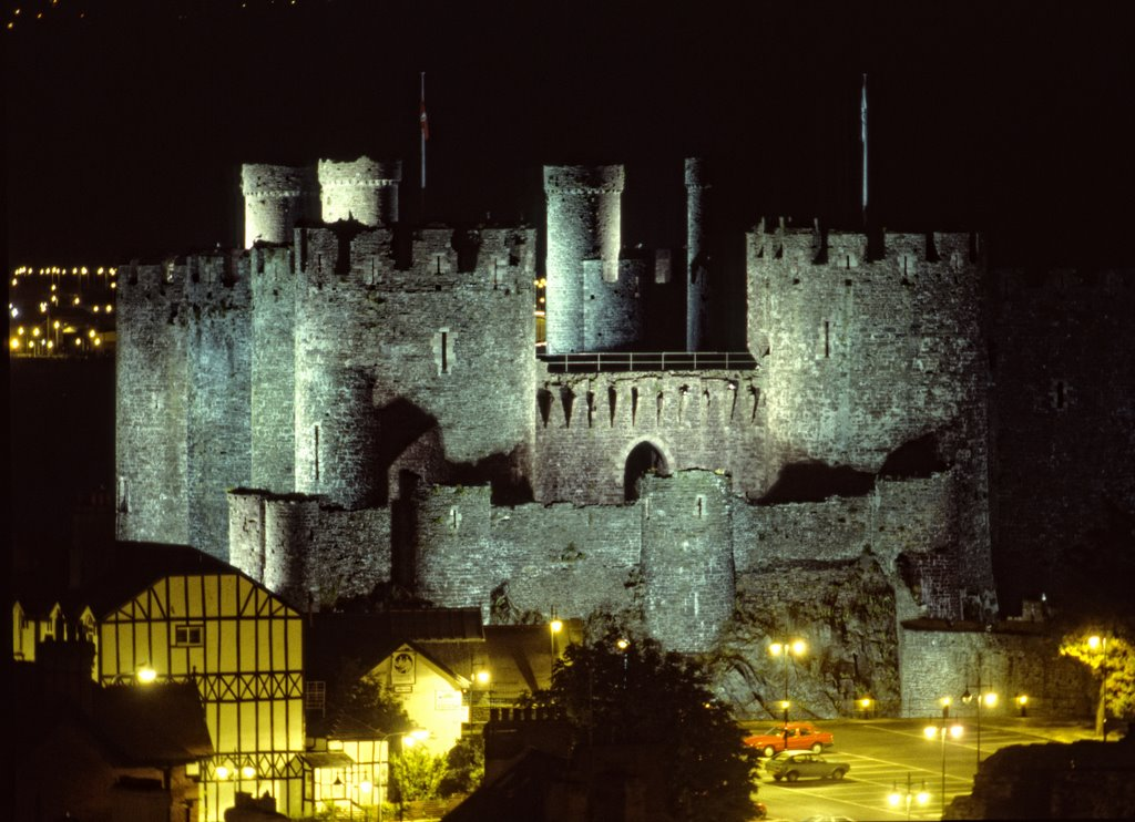 Conwy Castle from city wall by night, 1993