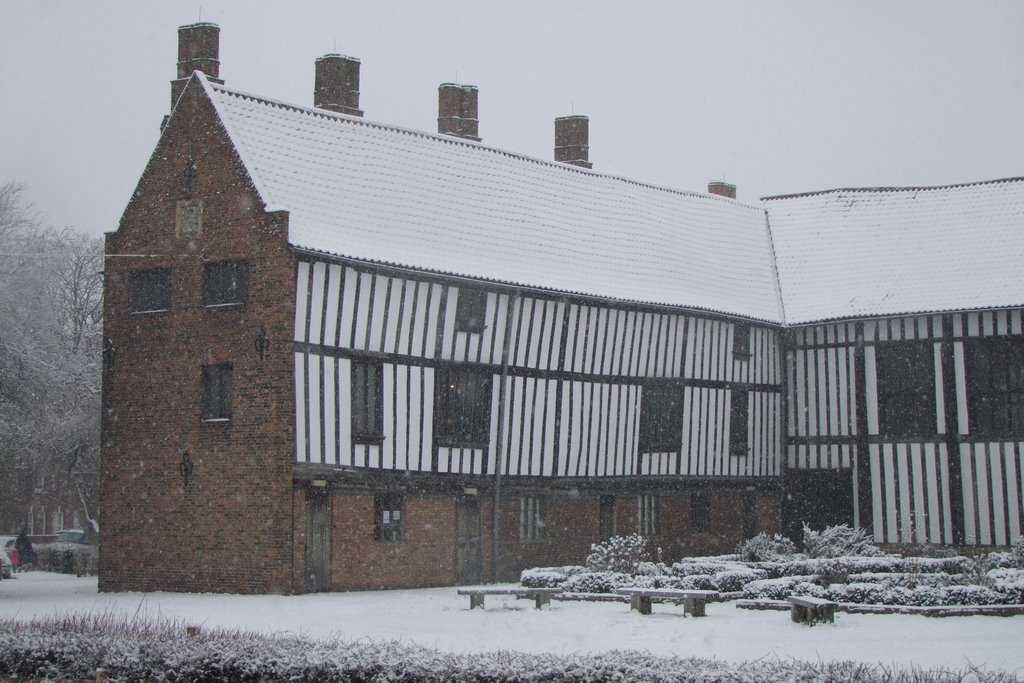 Gainsborough Old Hall in the snow