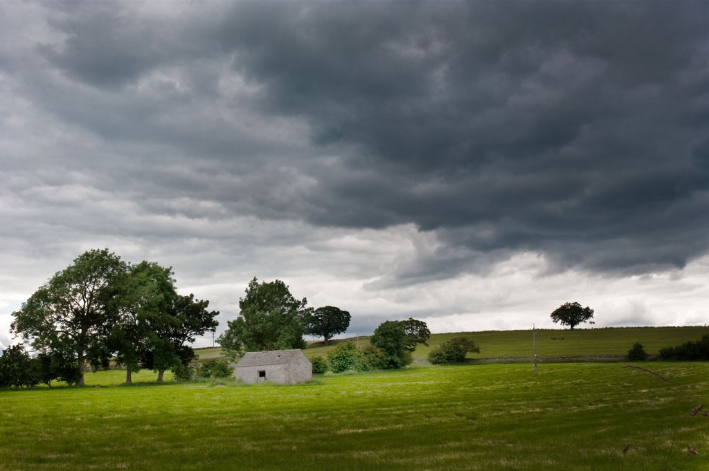 Storm clouds gathering above Harmby