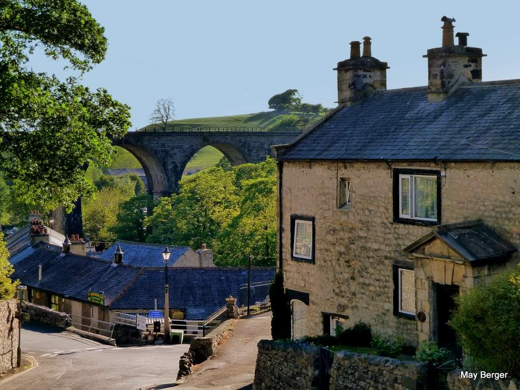 mb - Ingleton - Pretty little town in National Parks, Bowland Forest and Yorkshire Dales - Holme Head Viaduct