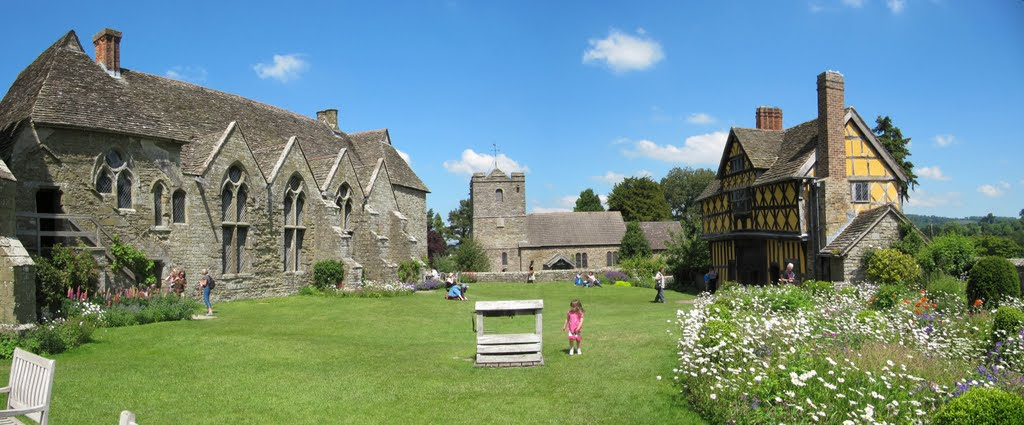 Stokesay Castle view of inner yard
