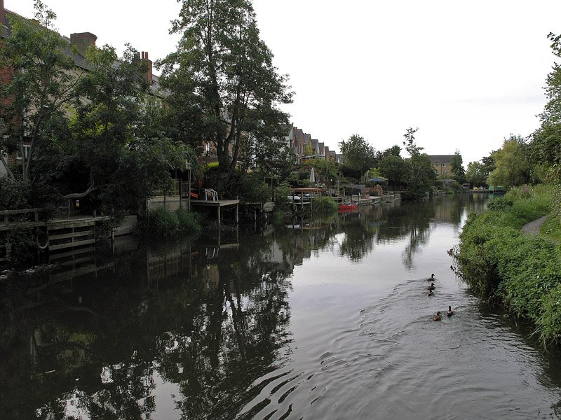 Kennet River on the outskirts of Reading.