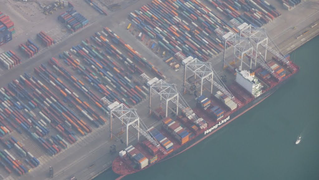 Hapag Loyd in Southampton container port