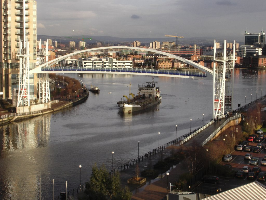 Lowry Bridge lifted for ship